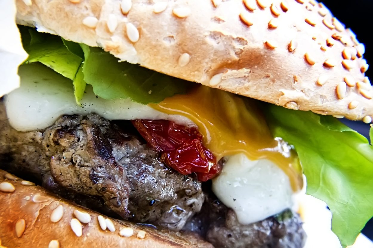 Diseñan hamburguesas más saludables enriquecidas con calcio