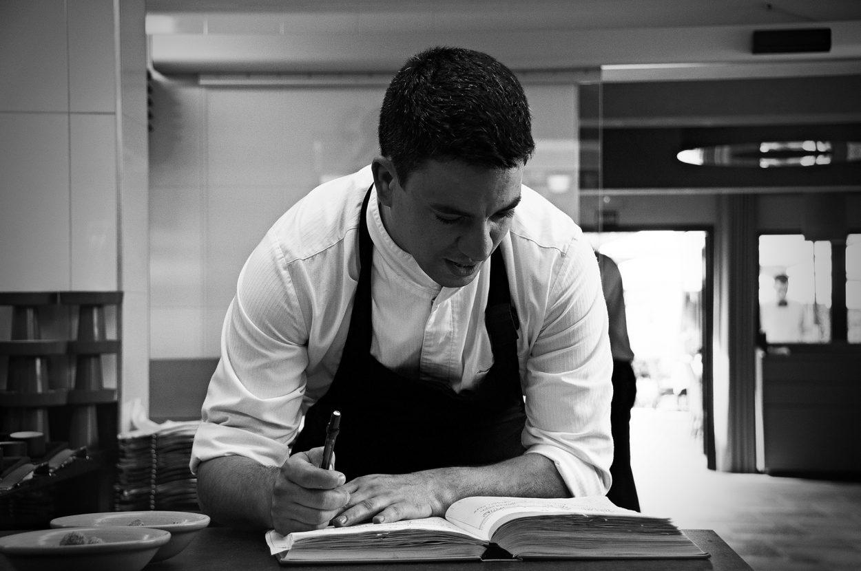 La Academia de Gastronomía premiará a Casto Copete de Nou Manolín, la bodega Celler del Roure y al cocinero Alberto Ferruz de Bon Amb