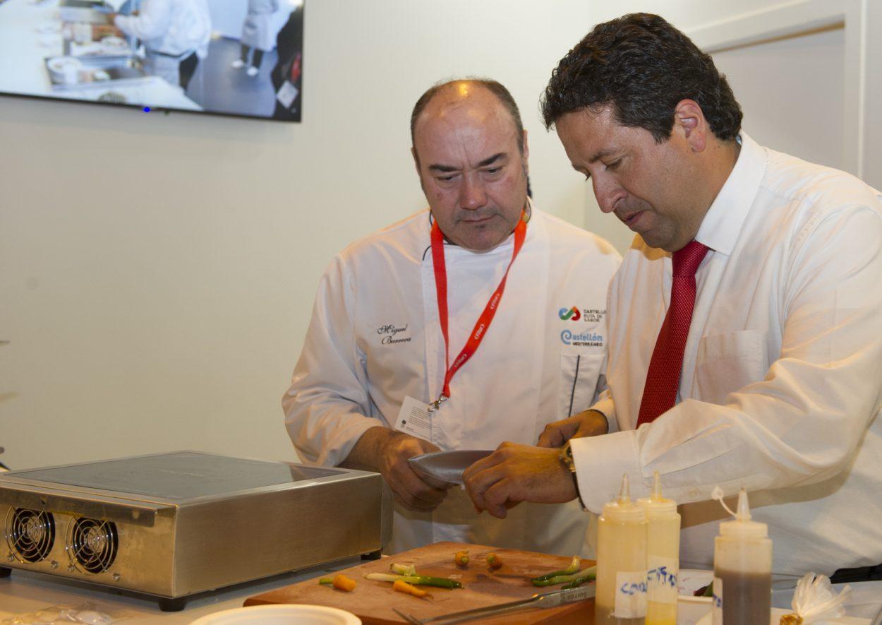 Moliner cocina junto al chef Miguel Barrera los productos de Castelló Ruta de Sabor