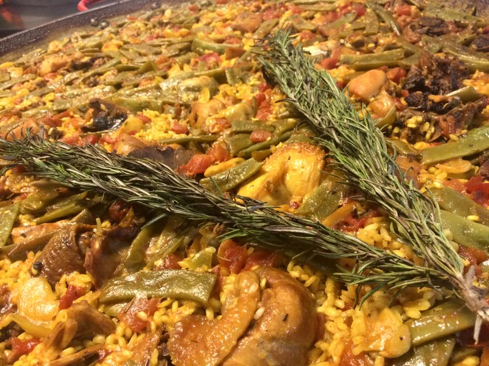 Paella Valenciana de pollo de corral