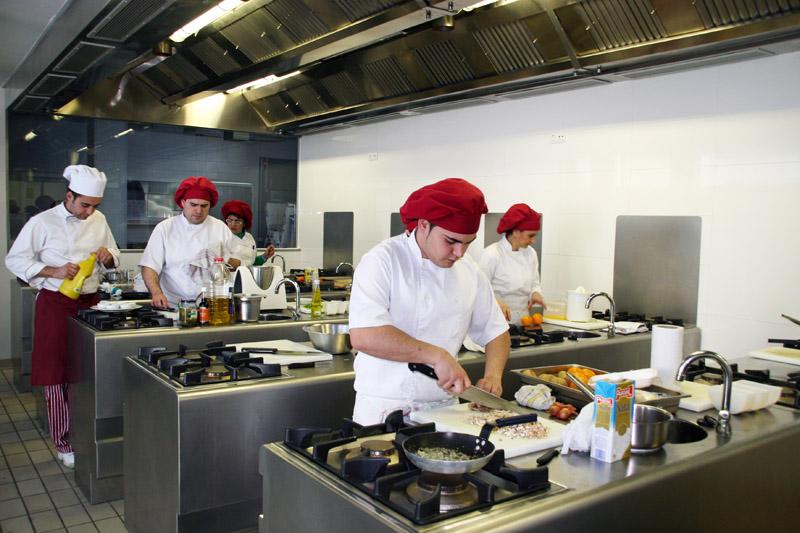 El 15 de febrero concluye el plazo para que las Escuelas de Hostelería soliciten ayudas para modernizar la oferta formativa