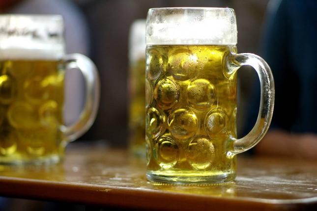 """La mayoría de valencianos eligen la siesta y la cerveza como """"rituales"""" para empezar las vacaciones, según un estudio"""