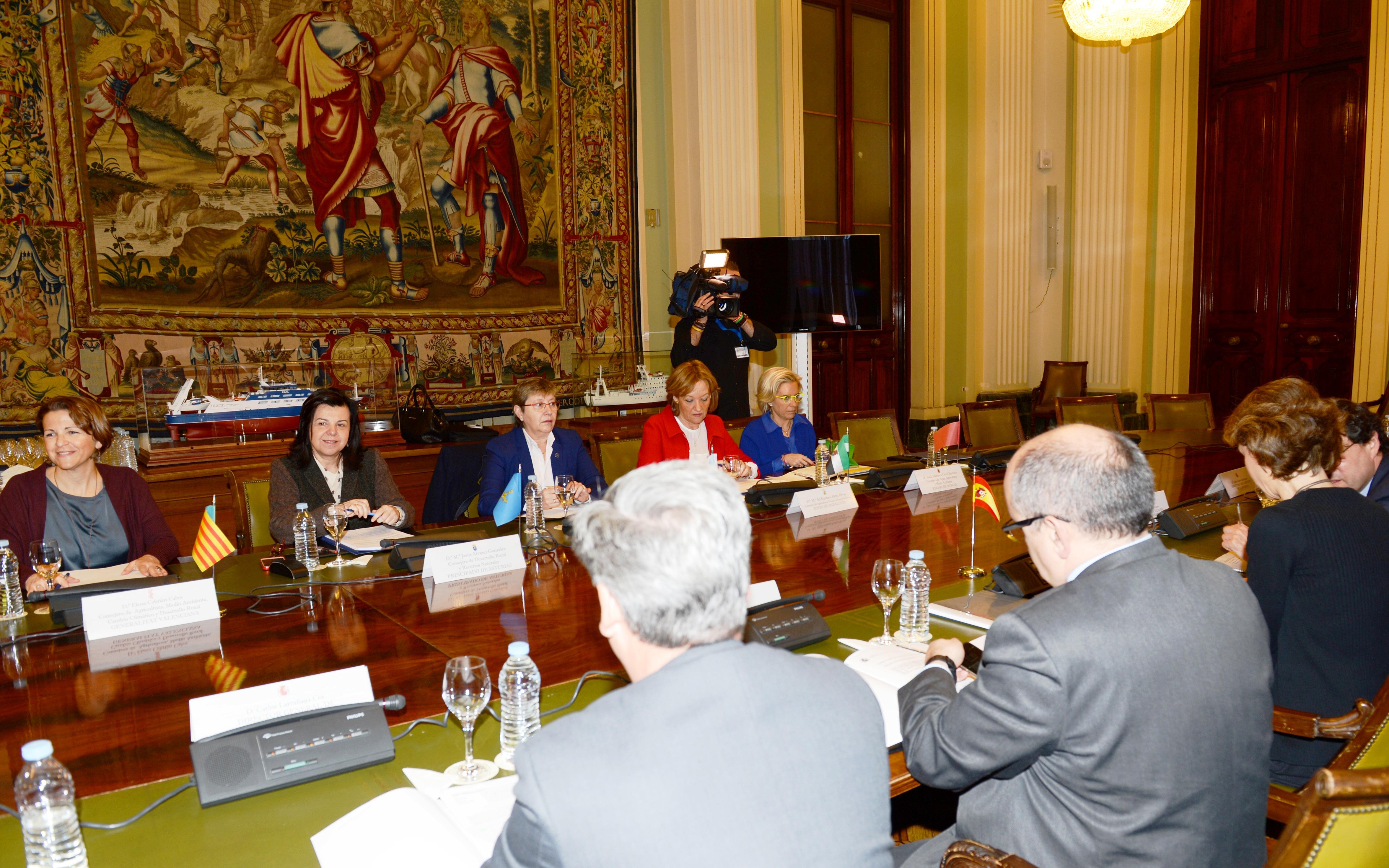 Cebrián valora la inclusión de la granada y el caqui en la petición de medidas por el veto ruso después de las reiteradas demandas valencianas