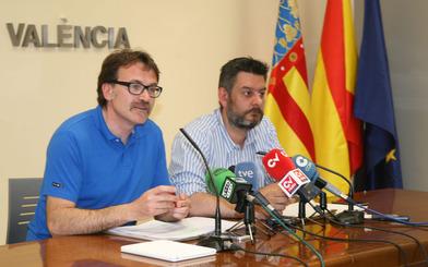 Alcalde y el regidor de Comercio defienden el acuerdo del Consejo Local de Comercio.