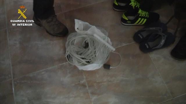 La Guardia Civil desarticula una red que había exportado ilegalmente más de 2,5 toneladas de angulas 2016-05-21_operacion_black_glass_07 (6)