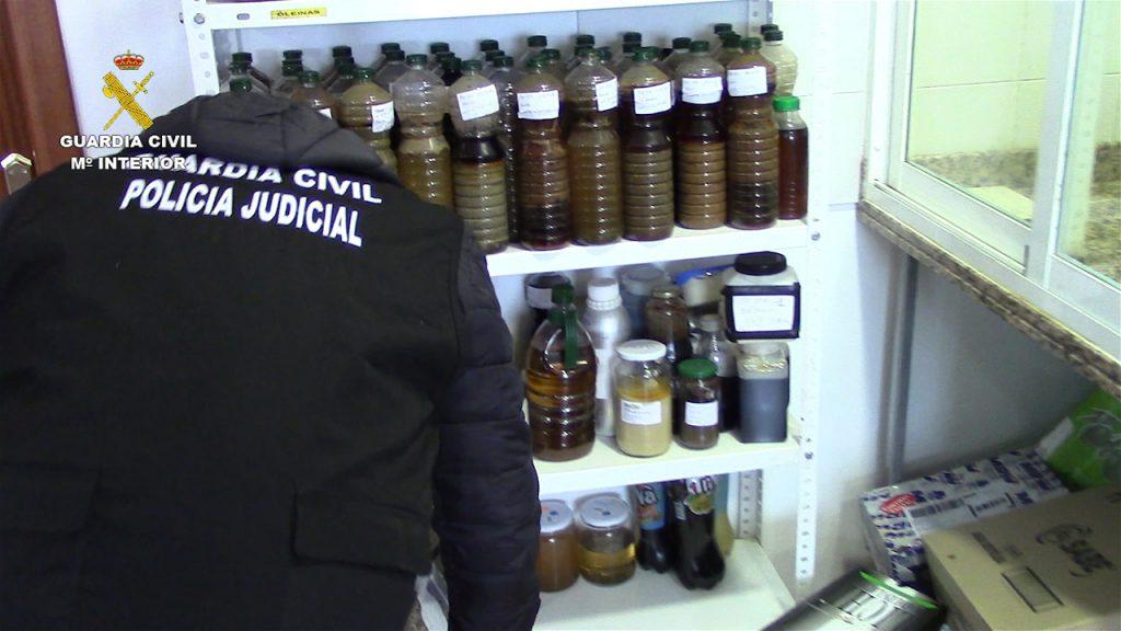 La Guardia Civil interviene más de 120 toneladas de aceite de girasol, palma y aguacate que iban a ser distribuidos como aceite de oliva (1)