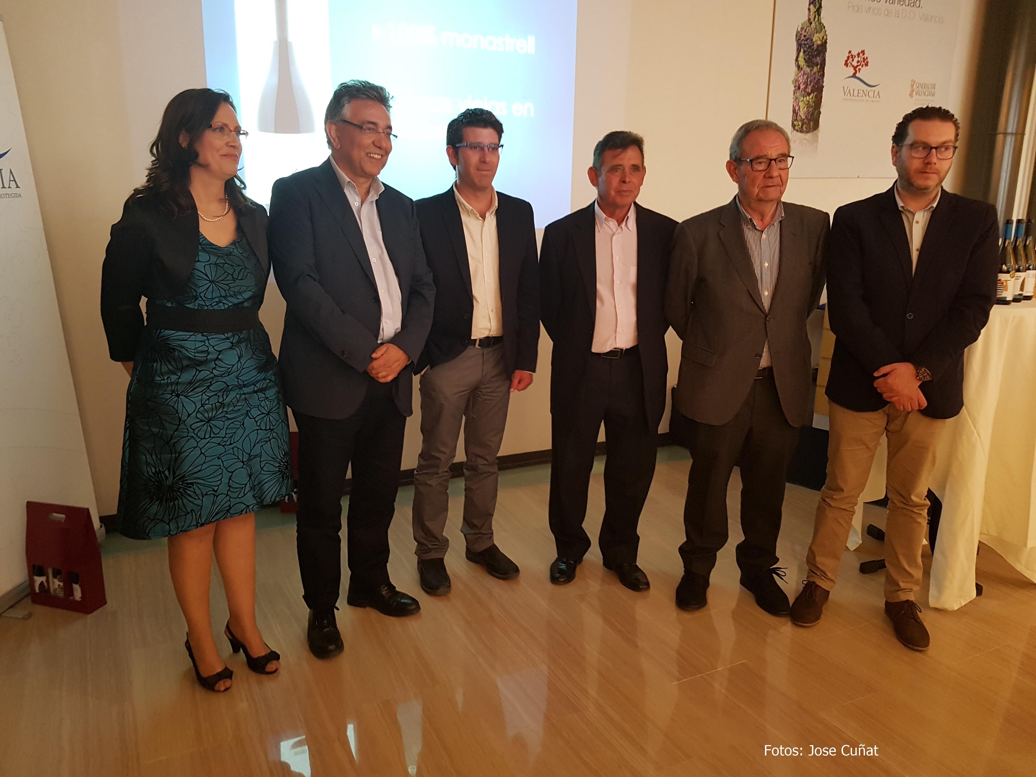 Bodegas Ontinium  presenta sus nuevos vinos acompañado del presidente de la Diputación de Valencia