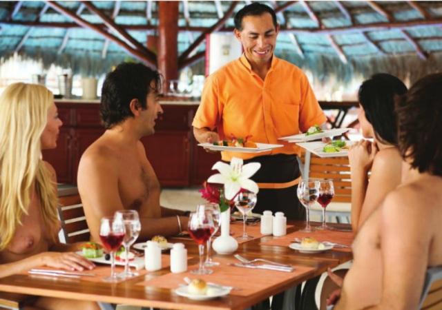 restaurante nudista (5)