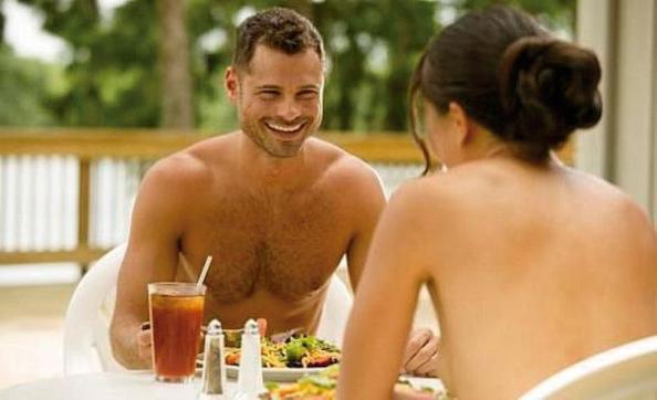 restaurante nudista (7)