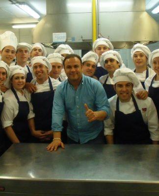 La escuela de hostelería fundación Cruzcampo de Valencia se estrena en Veles e Vens junto a Angel León