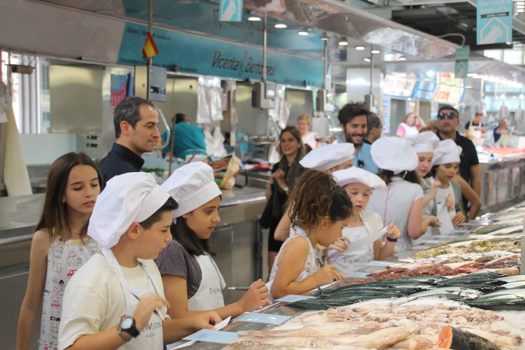 Los cocineros del futuro visitan el Mercat  en el I Concurso Westin Littlechef