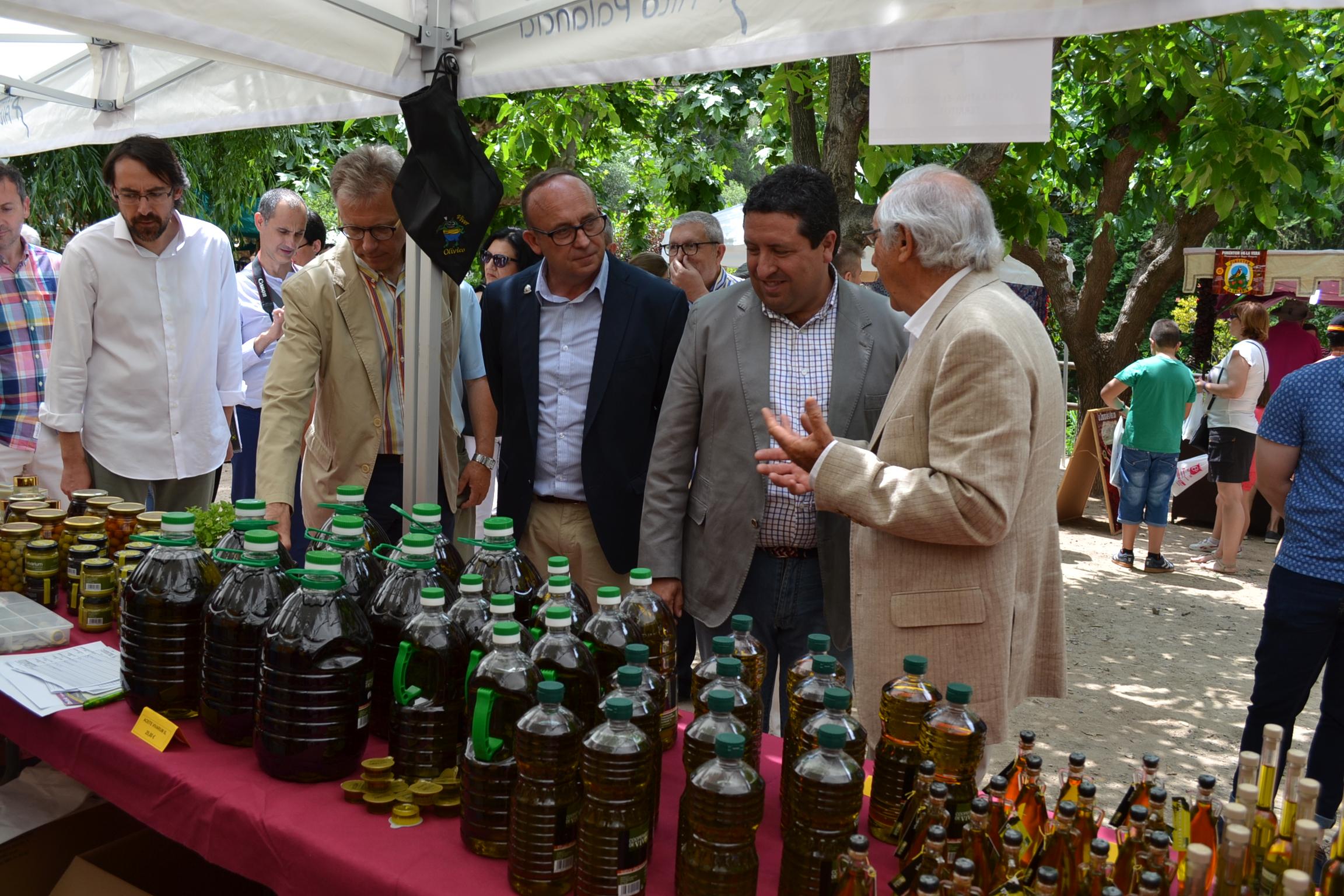 La Diputación atrae a cientos de visitantes al interior con tres ferias comerciales de productos autóctonos este fin de semana