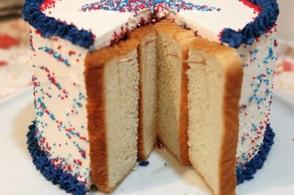 El pastel cortado no se pondrá reseco, si protejes los cortes con unas re