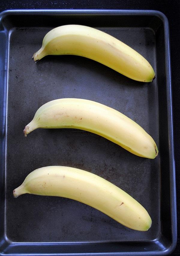Los plátanos pintones se maduran rápidamente si son colocados al horno.