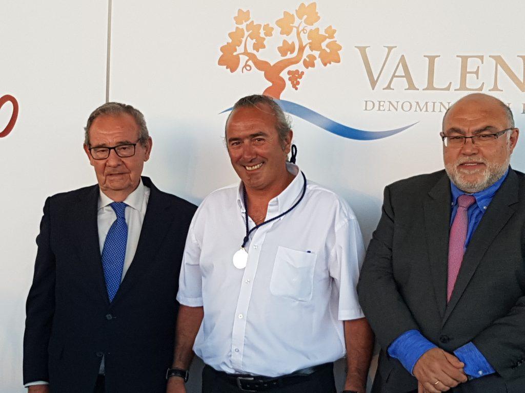 Medalla de oro al mérito vitivinícola, a un enólogo DOP Valencia Daniel DOP Valencia celebró su XII edición de la Noche del Vino con la entrega de premios y distinciones