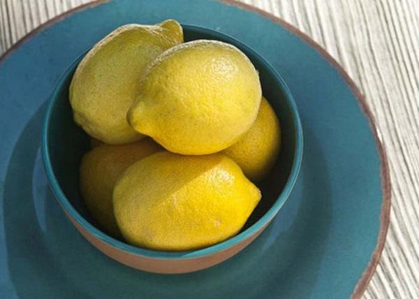 Necesitas sustraer solo un par de gotas de jugo de limón