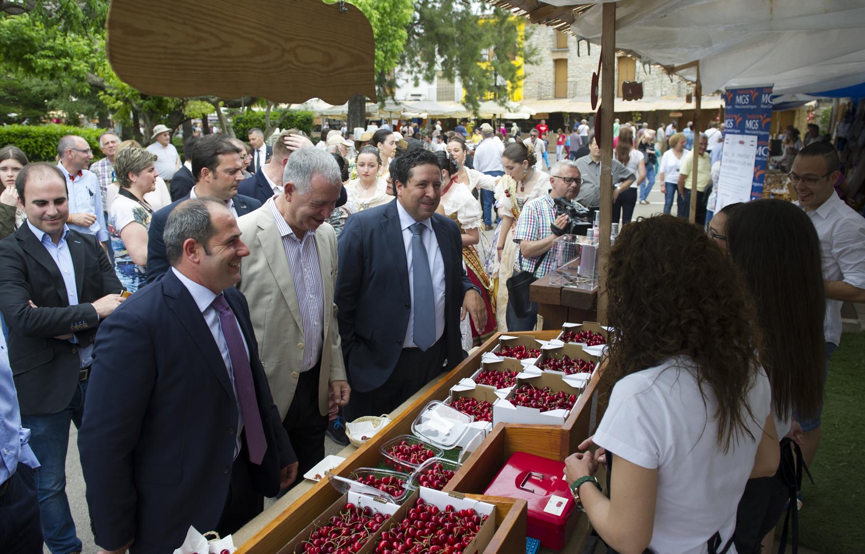 La Diputación comienza con las ferias de la Cereza su campaña de 53 eventos para impulsar el consumo de productos autóctonos
