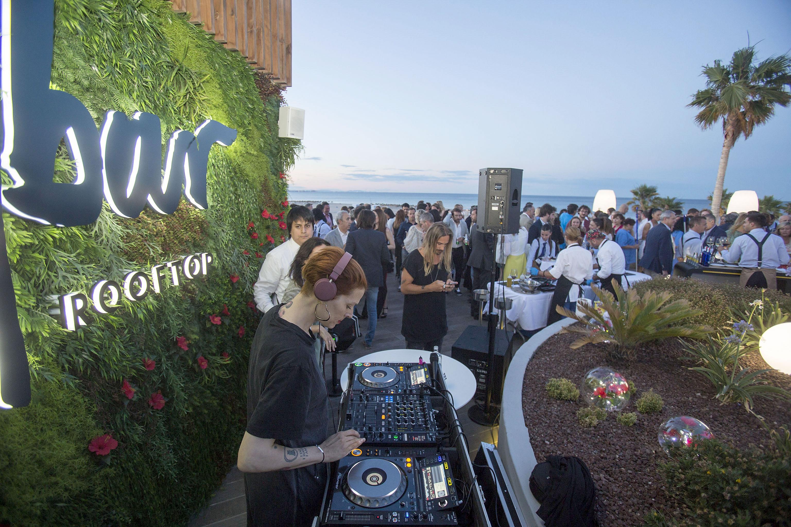 Valencia llena el Sky Bar en su inauguración