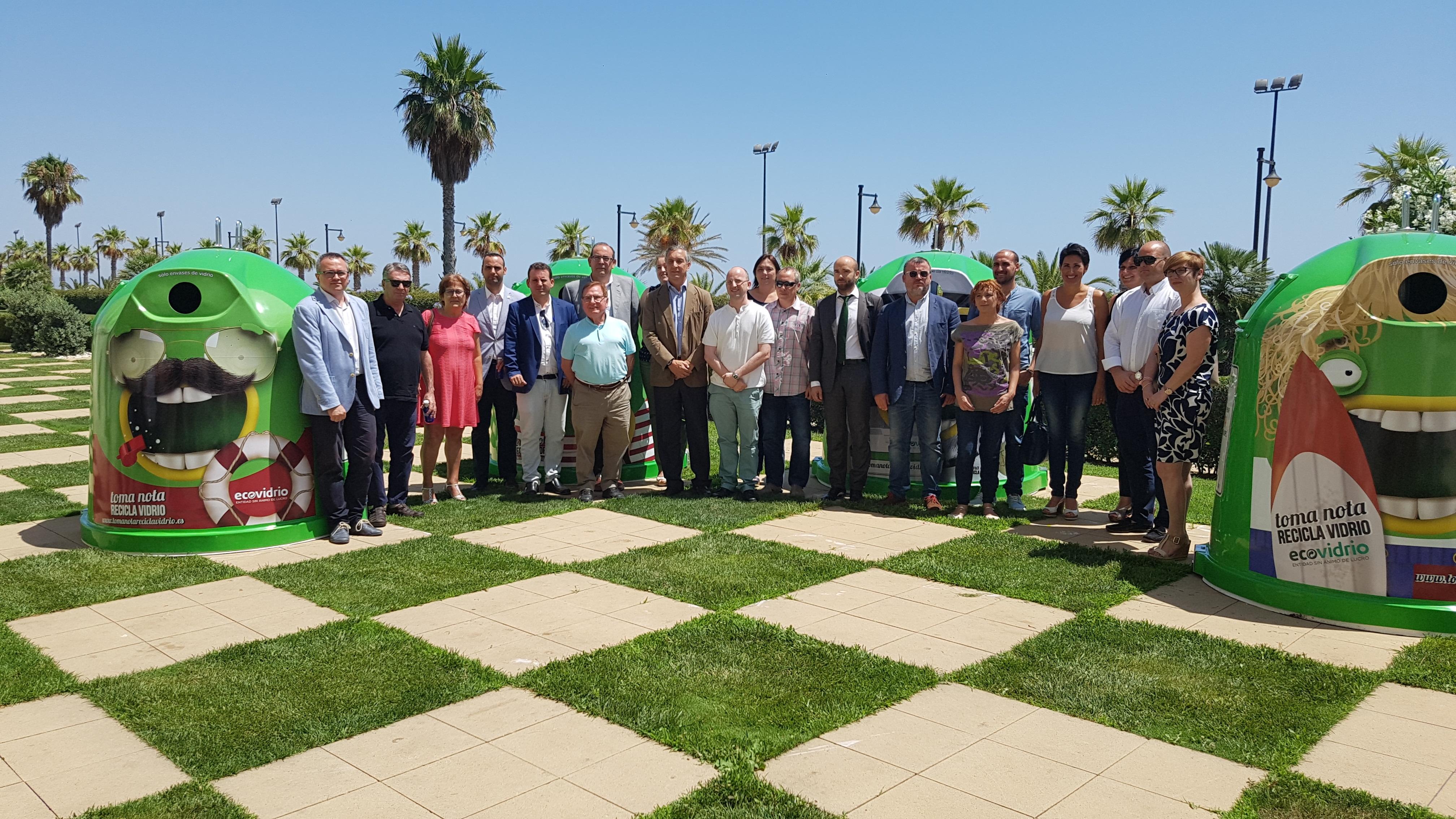 Más de 2.700 bares y restaurantes y 26 municipios valencianos se unen al plan integral para promover el reciclaje de vidrio en verano