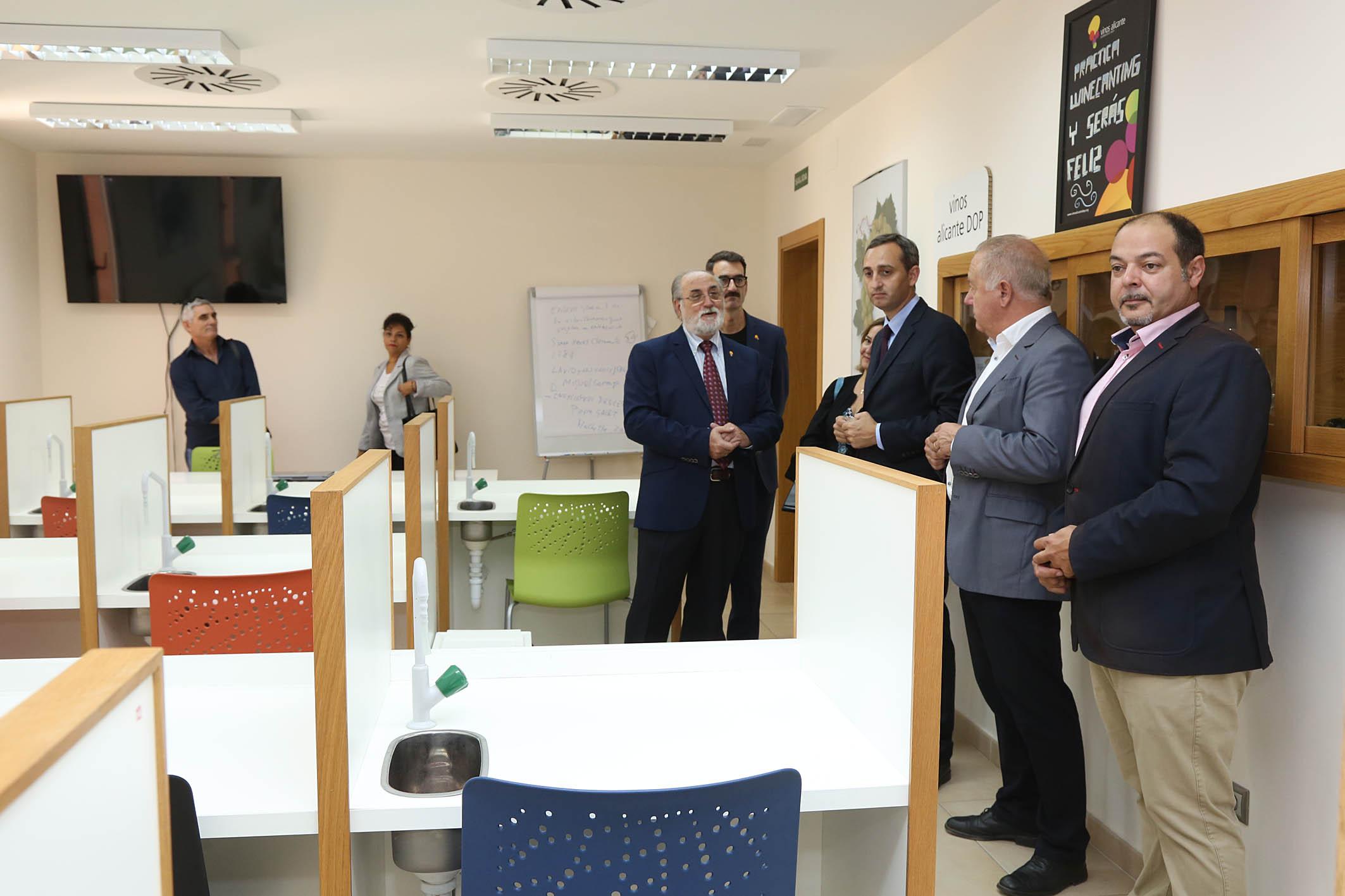 César Sánchez resalta la calidad de los Vinos de Alicante y su potencial económico y turístico para la provincia