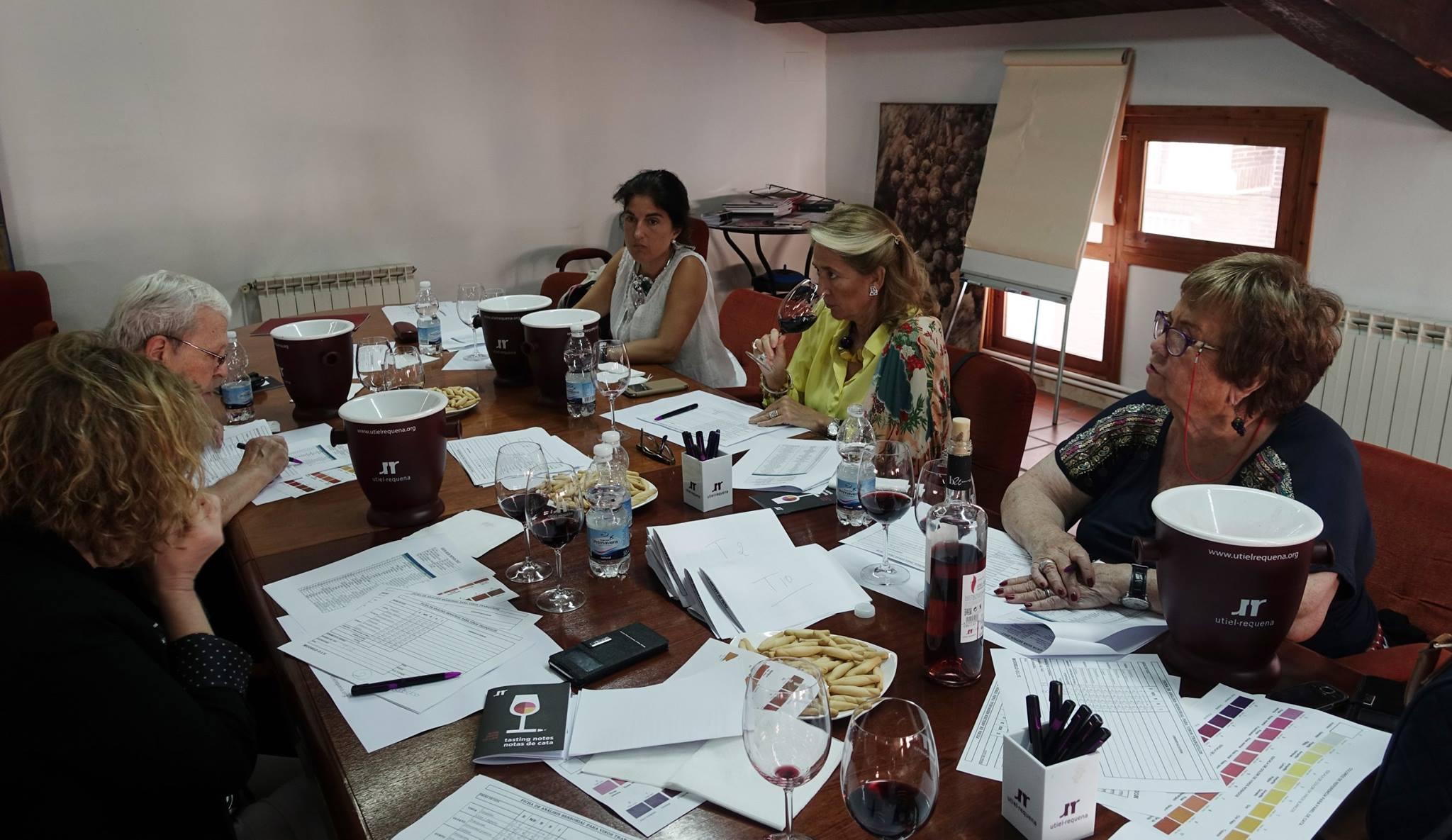 Visita de la 'Guía Repsol' para catar los vinos de Utiel – Requena