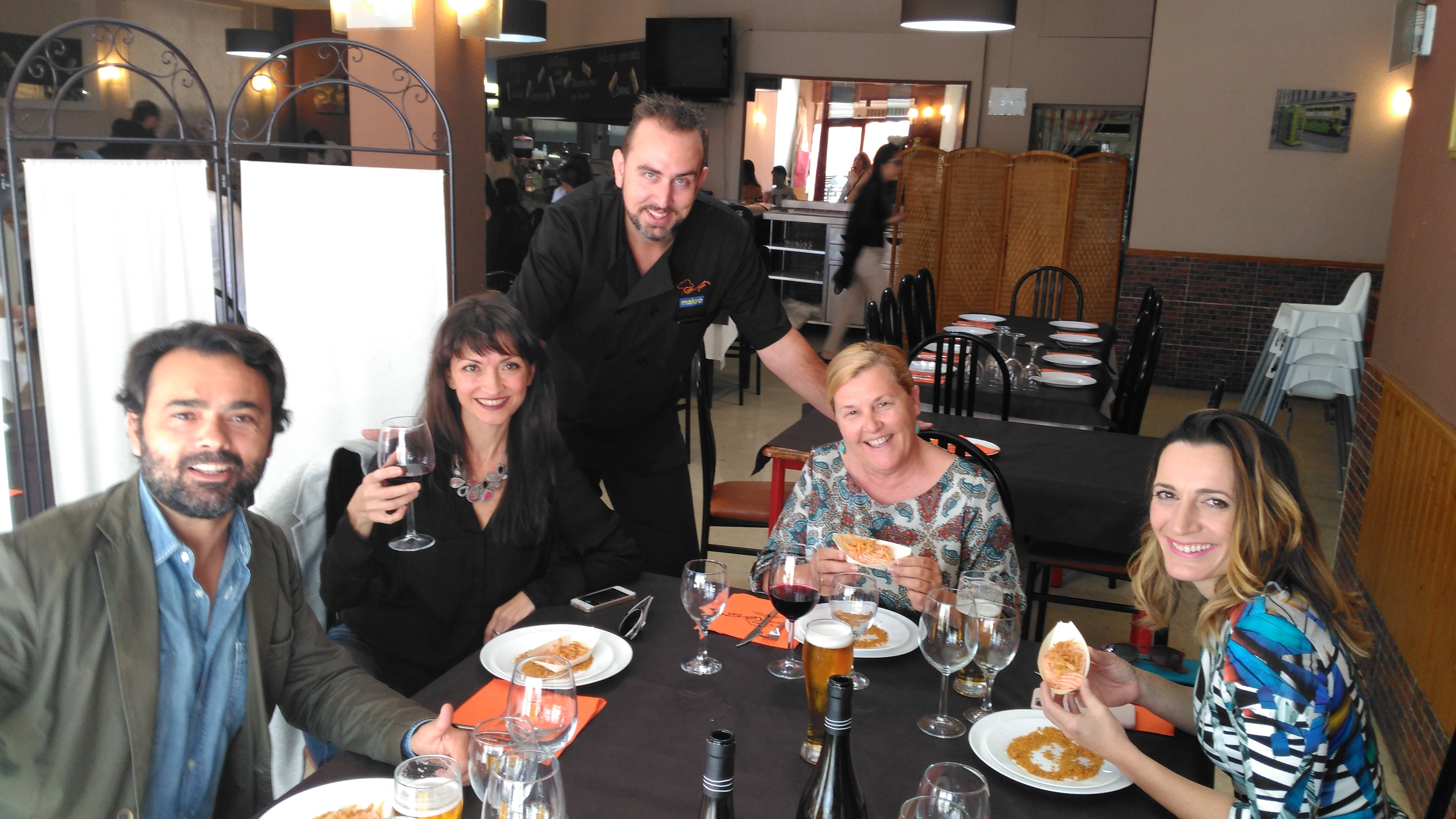 Actores y restauradores charlansobre cine y gastronomía en el festival de cine de Paterna