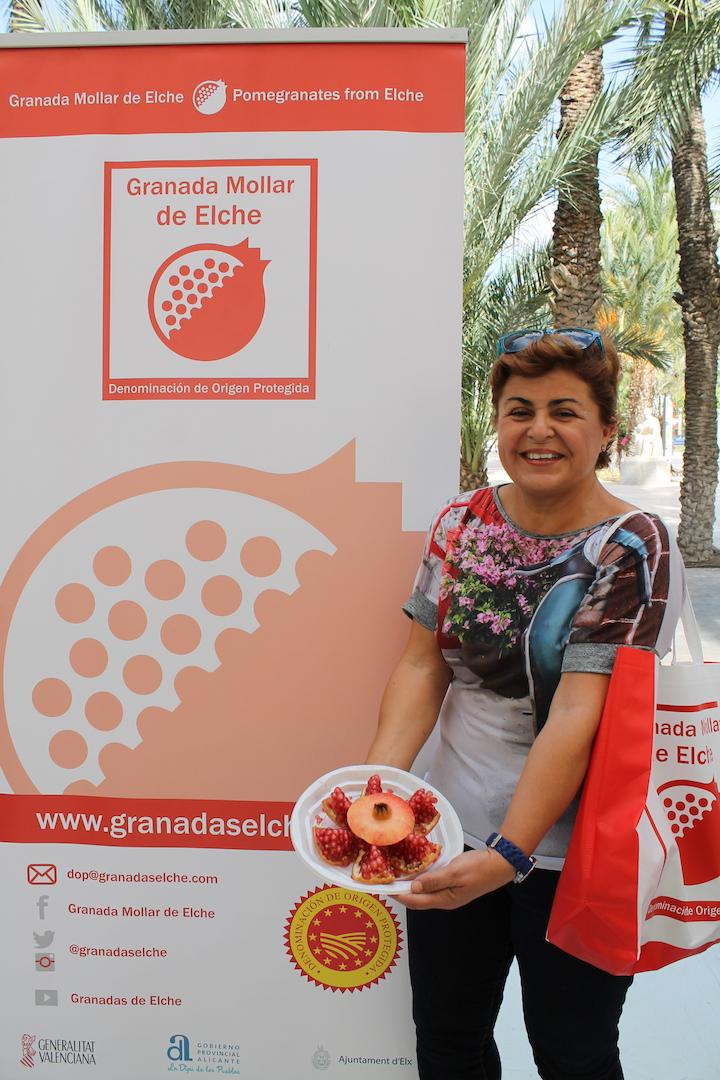 Asunción Díaz pastor logra el primer premio del concurso de pelar granadas mollar de Elche