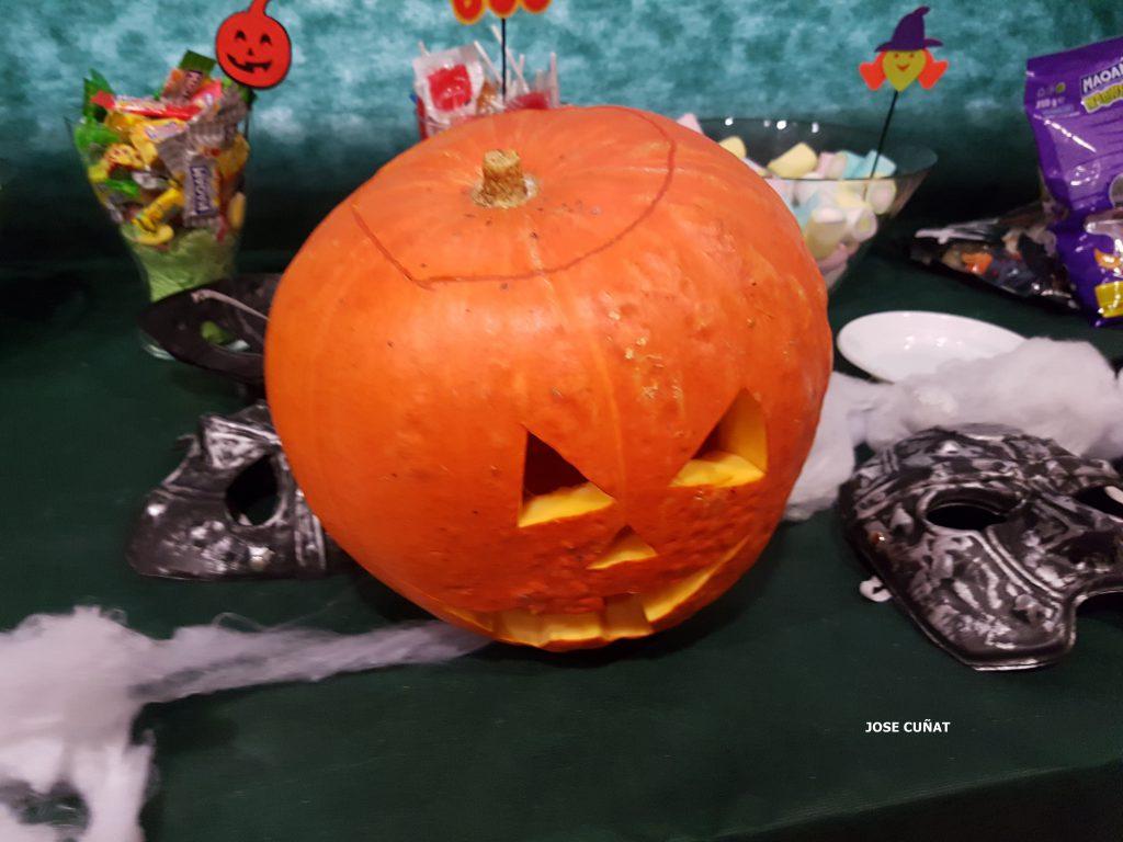 como-hacer-una-calabaza-de-halloween-16
