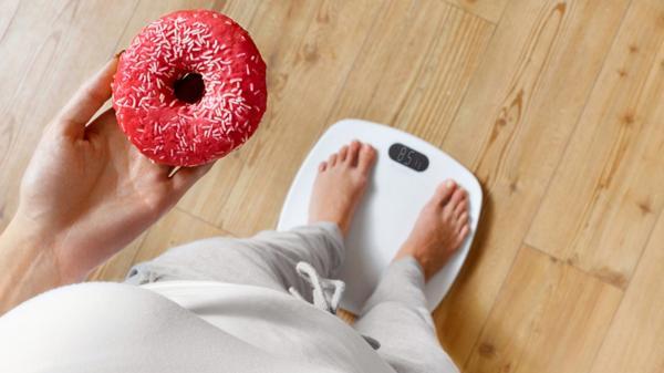 """Por qué """"comer con moderación"""" puede ser el peor consejo para bajar de peso"""