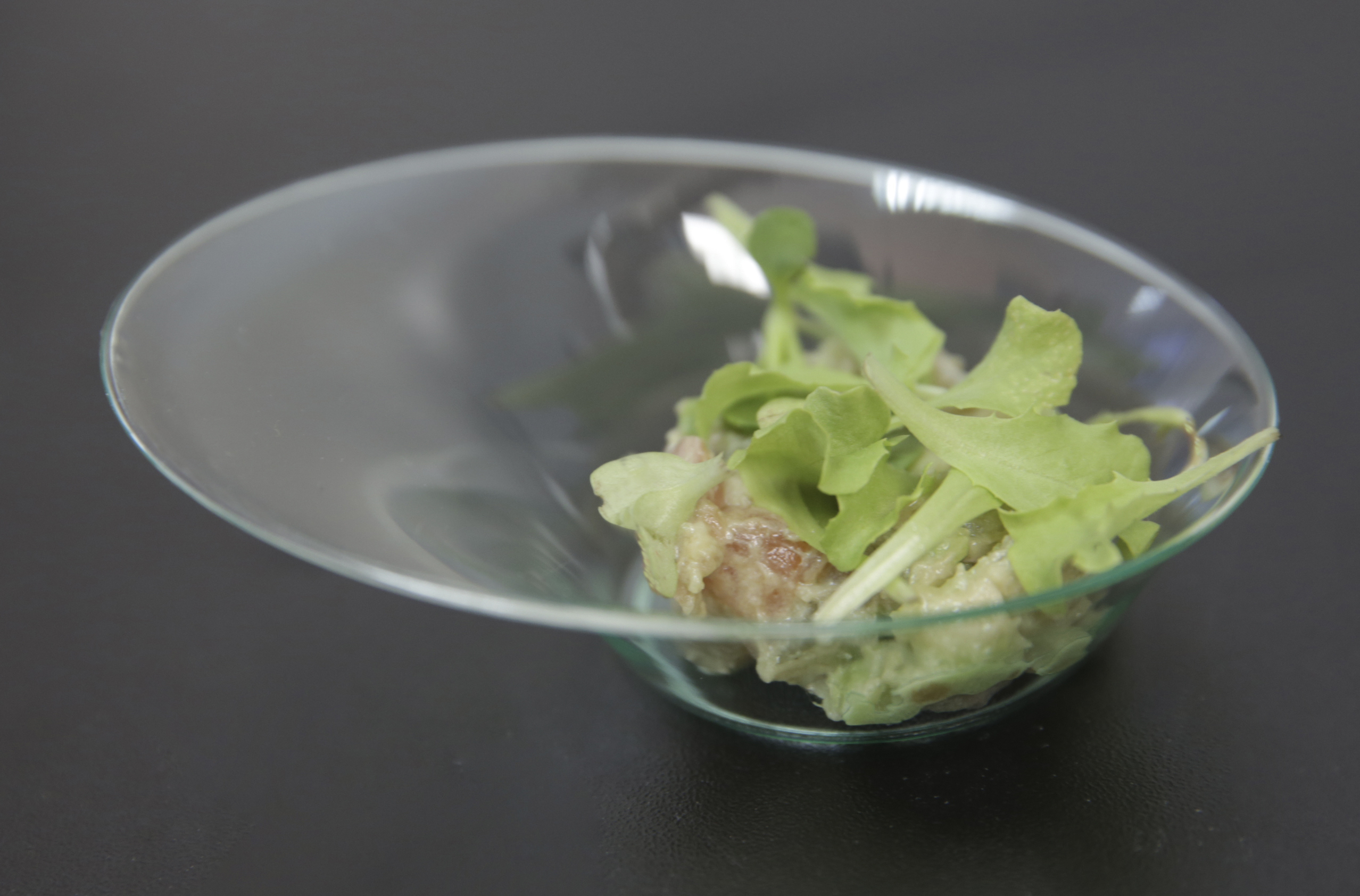 Tartar de aguacate, foie, salmón y manzana, propuesta Raw Food del chef Jordi Peris