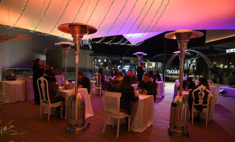 Bonaire transforma su terraza y prepara una nueva cena romántica, exclusiva para diez parejas