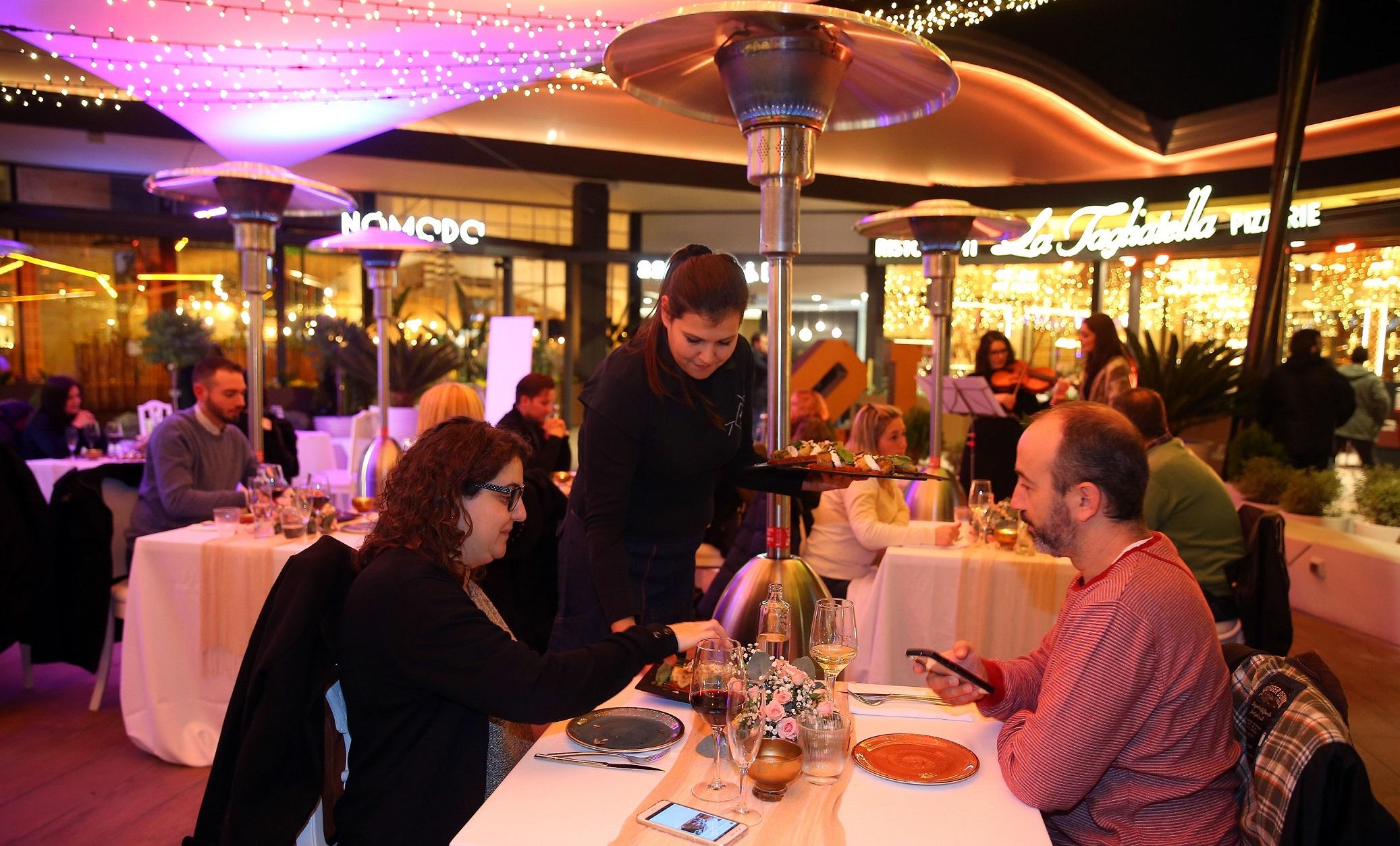 10 parejas disfrutan de una exclusiva cena, obsequio de Bonaire y Sorsi e Morsi