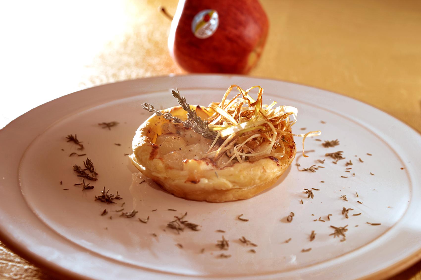 Mini quiche con Manzanas Val Venosta, cebollas y queso gratinado al horno Colesterol a raya