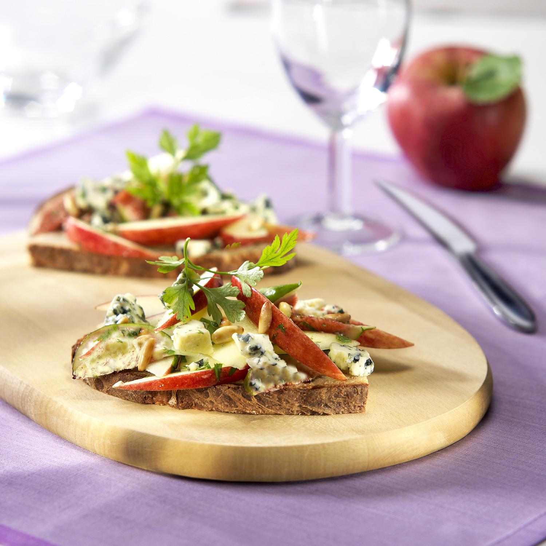 Tosta de manzana val venosta y Gorgonzola