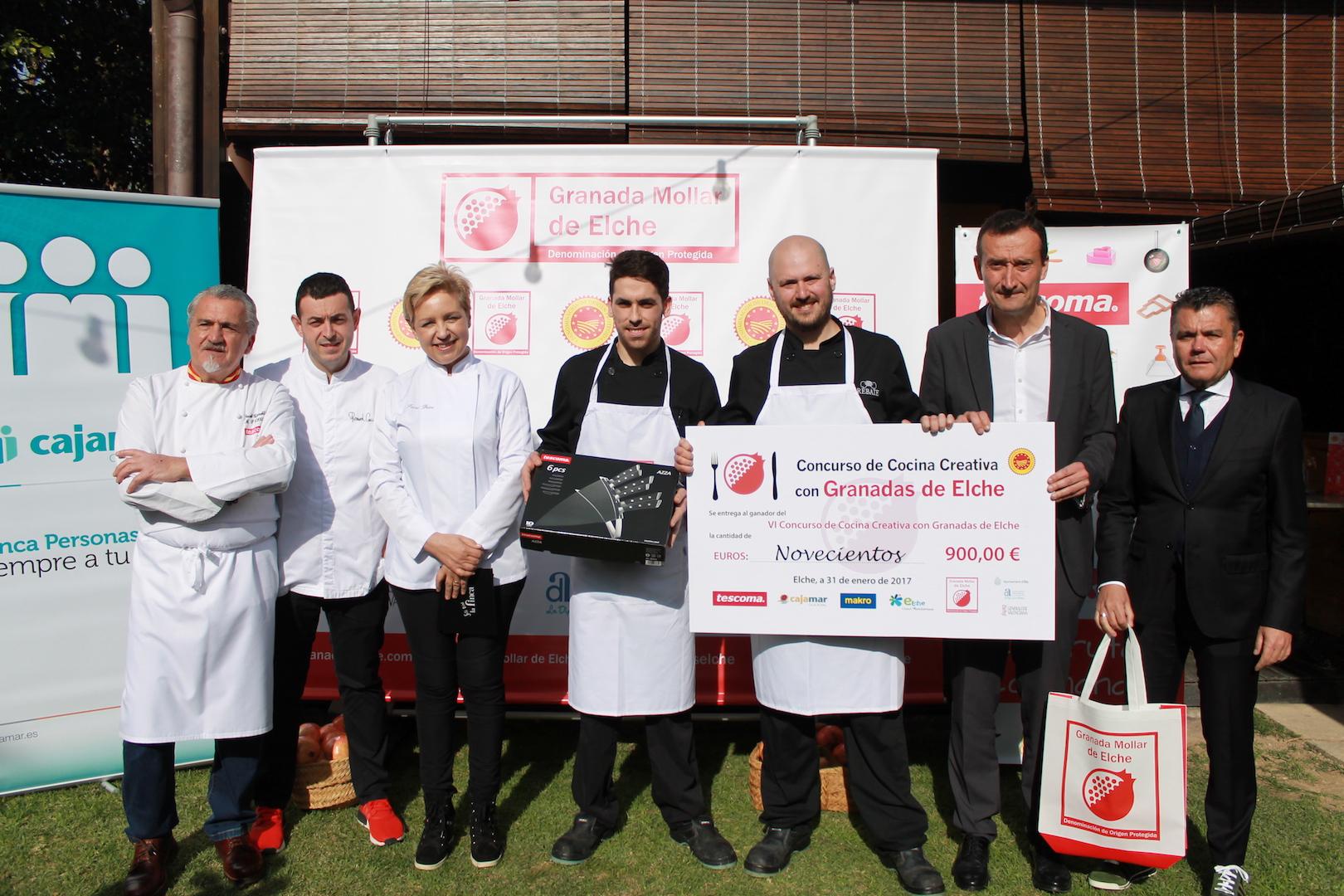 José Domingo Martínez del restaurante Rebate gana el concurso de cocina creativa con granadas de Elche