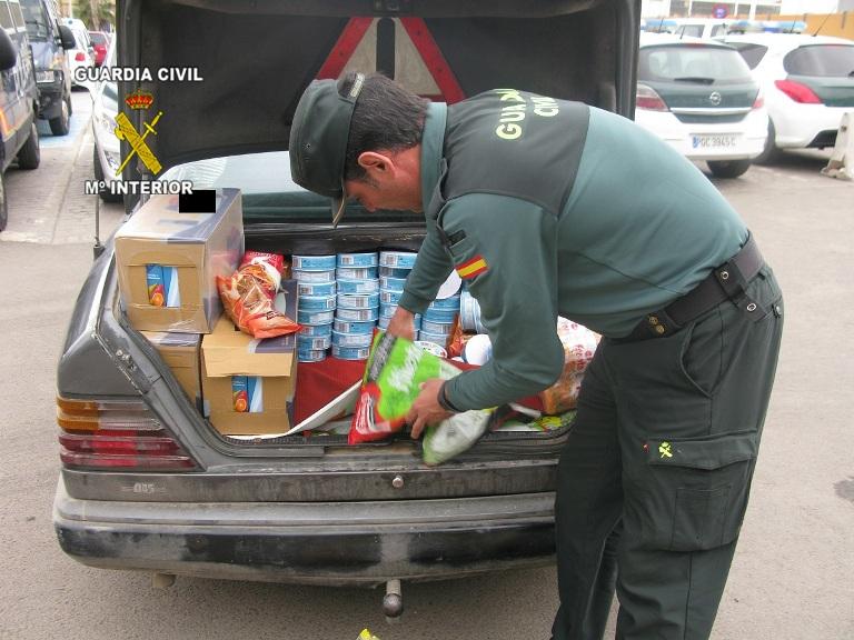 Inmovilizadas más de 18 toneladas de alimentos y más de 6.000 litros de bebidas en una campaña para controlar su comercio y distribución ilegal en Melilla