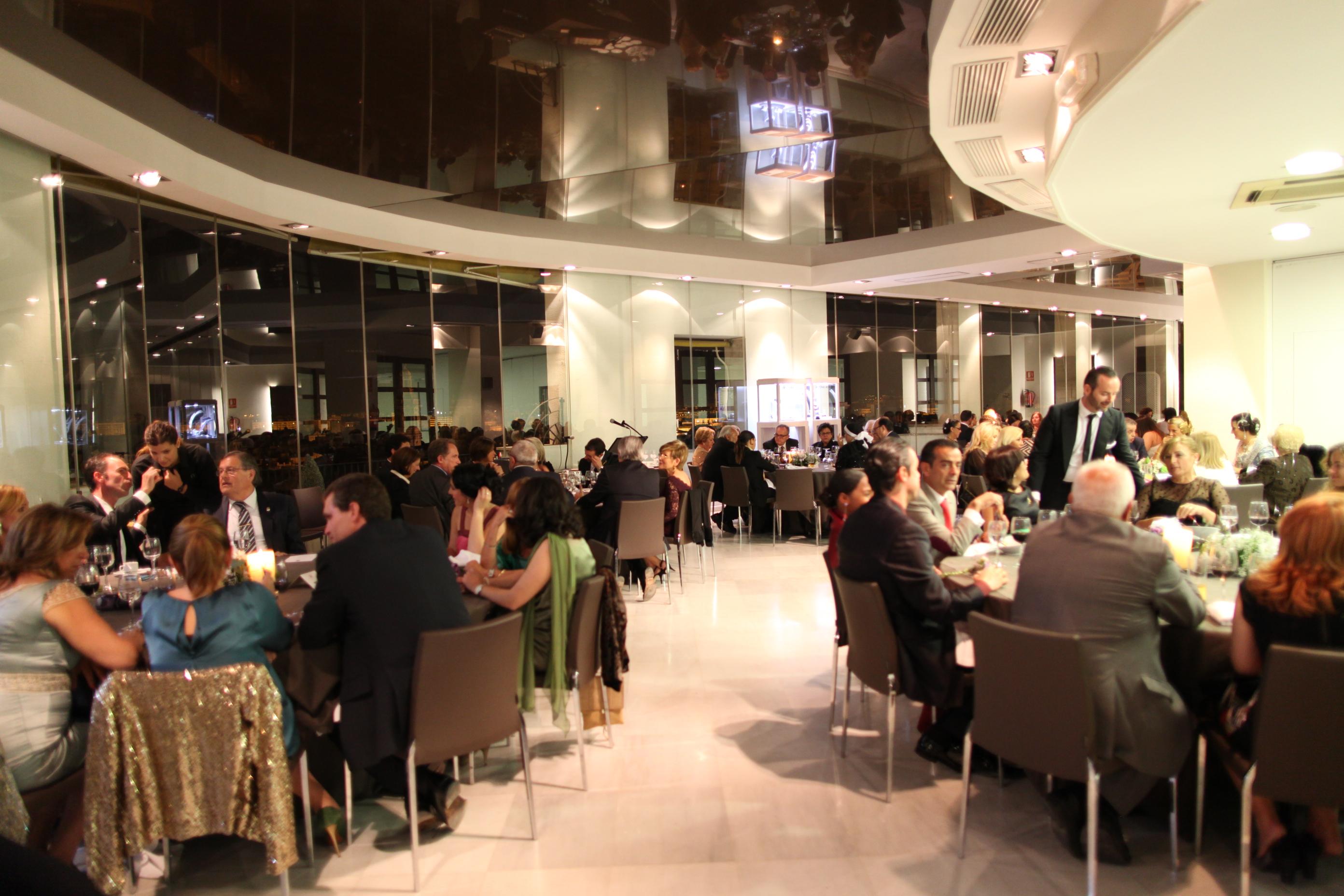 Cena benéfica del Gremio Artesano de Sastres y Modistas CV.A beneficio de la Fundación Maides