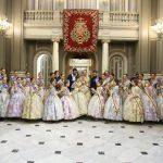 Las falleras mayores y su corte de honor celebran con horchata de chufa de Valencia la primera #mascletà