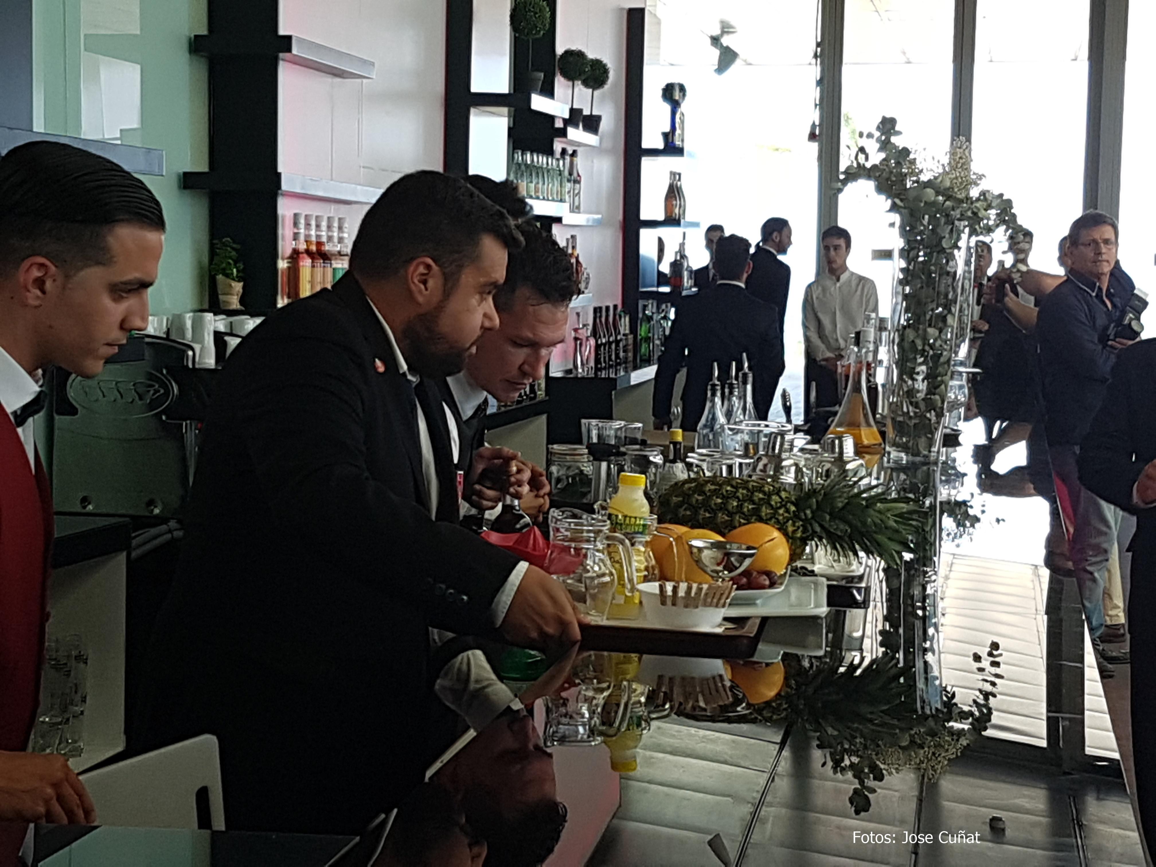 Toni Cortés, Joaquín Escolano y Ángel TumbevGanadores del concurso de coctelería de la comunidad valenciana y región de Murcia