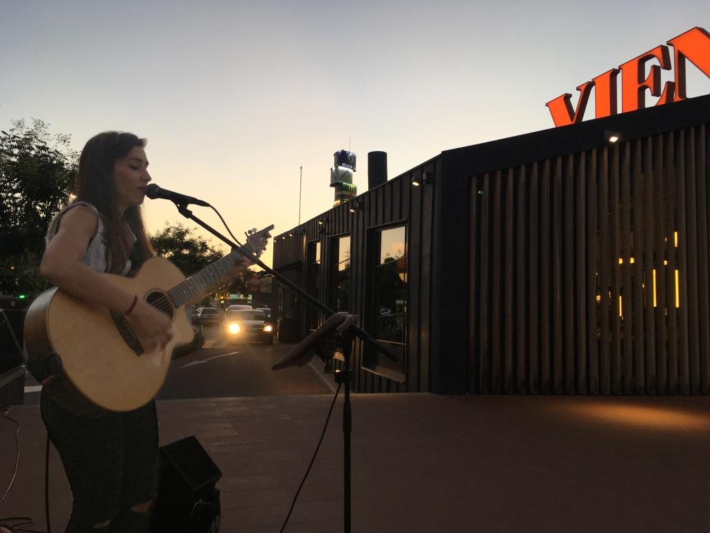La música en directo ameniza las tardes de julio en los restaurantes VIENA