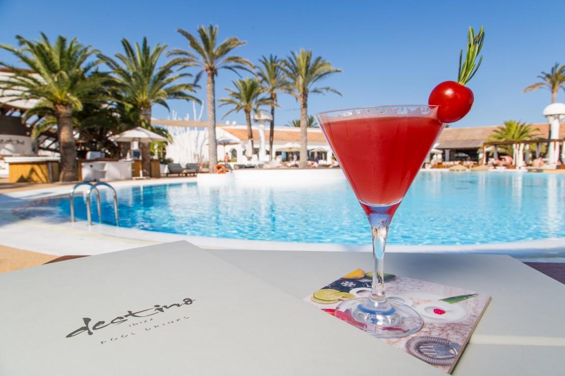 Los 'Place to be' de Ibiza donde disfrutar los mejores cócteles y las fiestas más top del verano