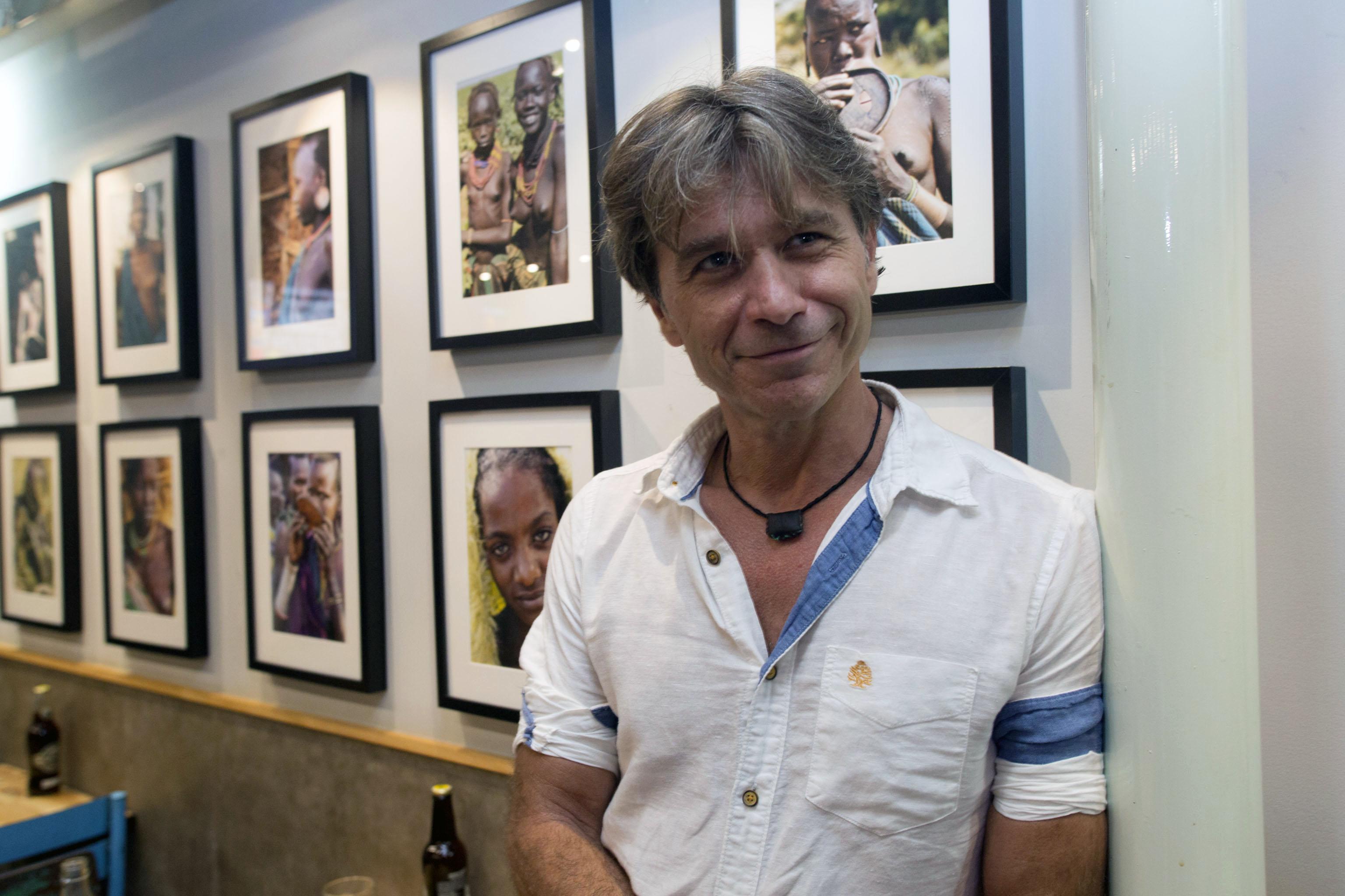 Luis Millet, inauguró exposición ayer martes, 11 de julio, en Las Cervezas del Mercado