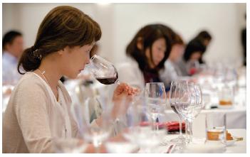 Los vinos valencianos viajan a Japón con guía Peñin