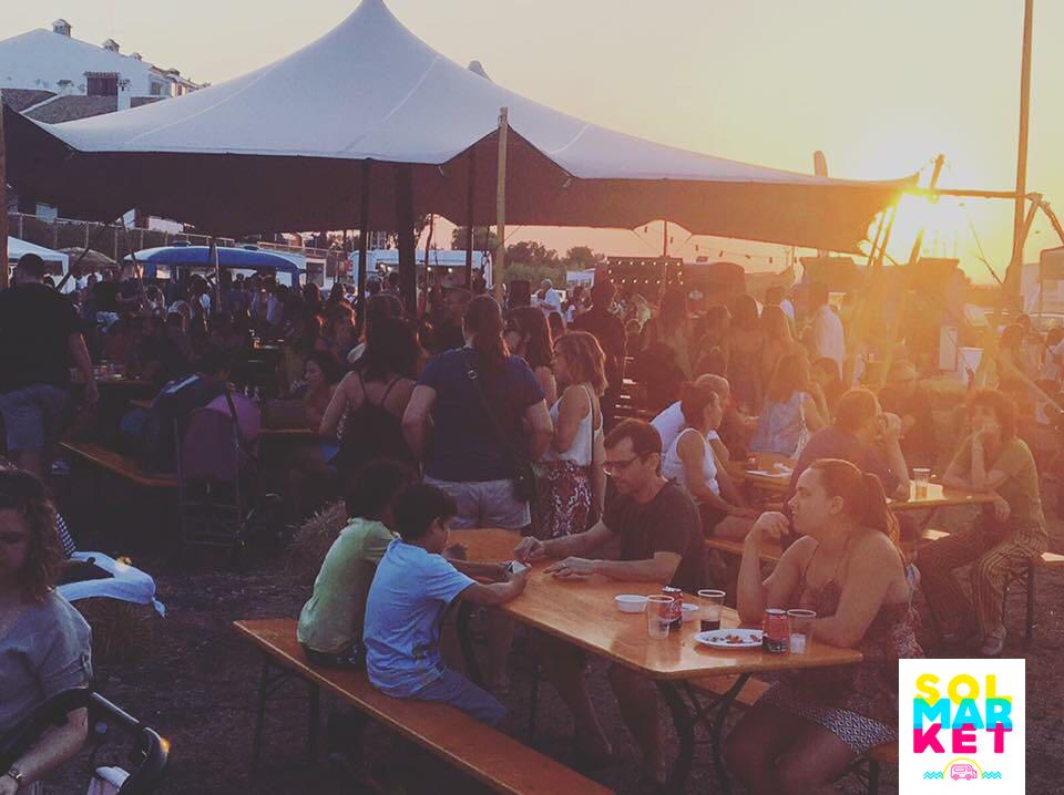 El festival de ocio SOLMARKET triplica su oferta y llega a El Puig con más de 30 foodtrucks y 20 conciertos en 6.000 m2 junto a la playa