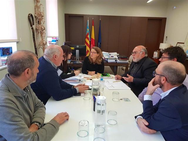 """Productores de cava de Utiel-Requena piden a Cebrián que """"presione"""" al Ministerio para lograr 93 hectáreas más de viñedo"""