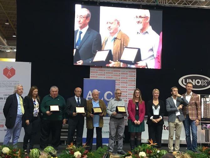 El Ayuntamiento de Alicante distingue a cuatro chefs alicantinos