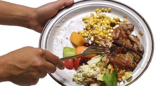 Los españoles tiran a la basura 24 millones de kilos de alimentos cada semana