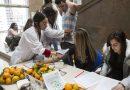 El Día de las Universidades Saludables llega este jueves con reparto de fruta y un concurso en Twitter