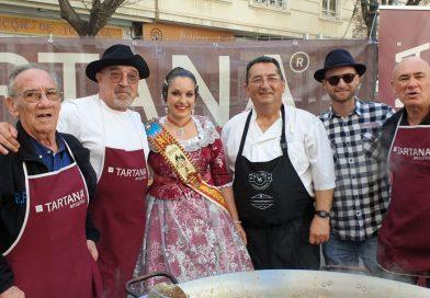 Tartana y el Maestro Paellero Juan Carlos Galbis en la Falla Joaquín Costa-Burriana