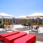 Mahou San Miguel instala terrazas que reducen la contaminación en los bares valencianos